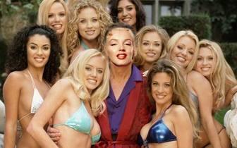Fotomontage, dass Sie Hugh sein wird, von den Mädchen von Play Boy umgeben.