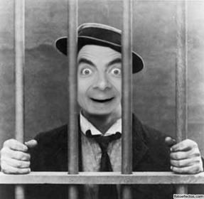 Foto montage mit deinem Foto des Mannes im Gefängnis oder Gefängnis.