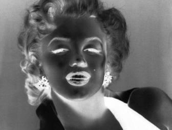 Dies geschieht vor allem fotografische Wirkung Ihr Bild, bevor Sie investieren Farben Graustufen, die negative Wirkung von Schwarz und Weiß.