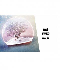 Weihnachtskarte mit einer Kristallkugel mit Schnee