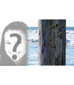 Legen Sie das Foto, das Sie an einen Baum neben wollen, wo es ein Herz geschnitzt. Ideal für eine Postkarte.