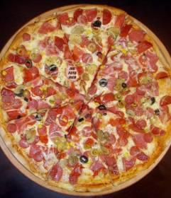 Verstecken Sie Ihre Bilder in dieser leckere Pizza, Spaß zu haben spielt mit den Menschen um Sie darin zu finden