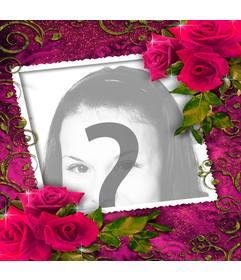 Fotorahmen für die Liebhaber mit Ornamenten aus roten Rosen nach oben und unten
