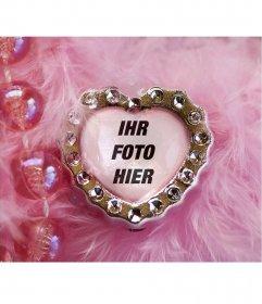 Collage aus rosa Edelstein Herz und samtig-Hintergrund mit Perlen