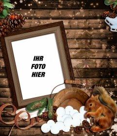 Fotomontage des Winters mit einem hölzernen Bilderrahmen mit einem Schlitten, ein Eichhörnchen und einige Kegel eingerichtet