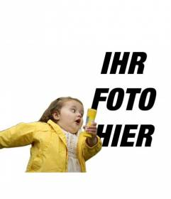 Fotomontage mit der Blase Mädchen im gelben Regenmantel und der modischen meme, wo Sie Ihre Foto und Text