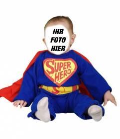 Dress up Ihr Baby mit dieser Ausschreibung Fotomontage der blauen Superheld mit roten Umhang.