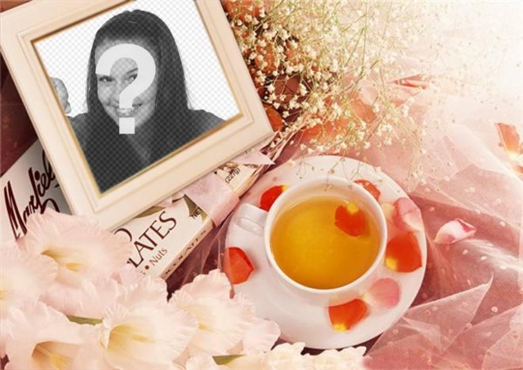 Foto-Rahmen mit Blumen, um Ihr Bild mit Rosenblättern und einer Tasse Tee setzen