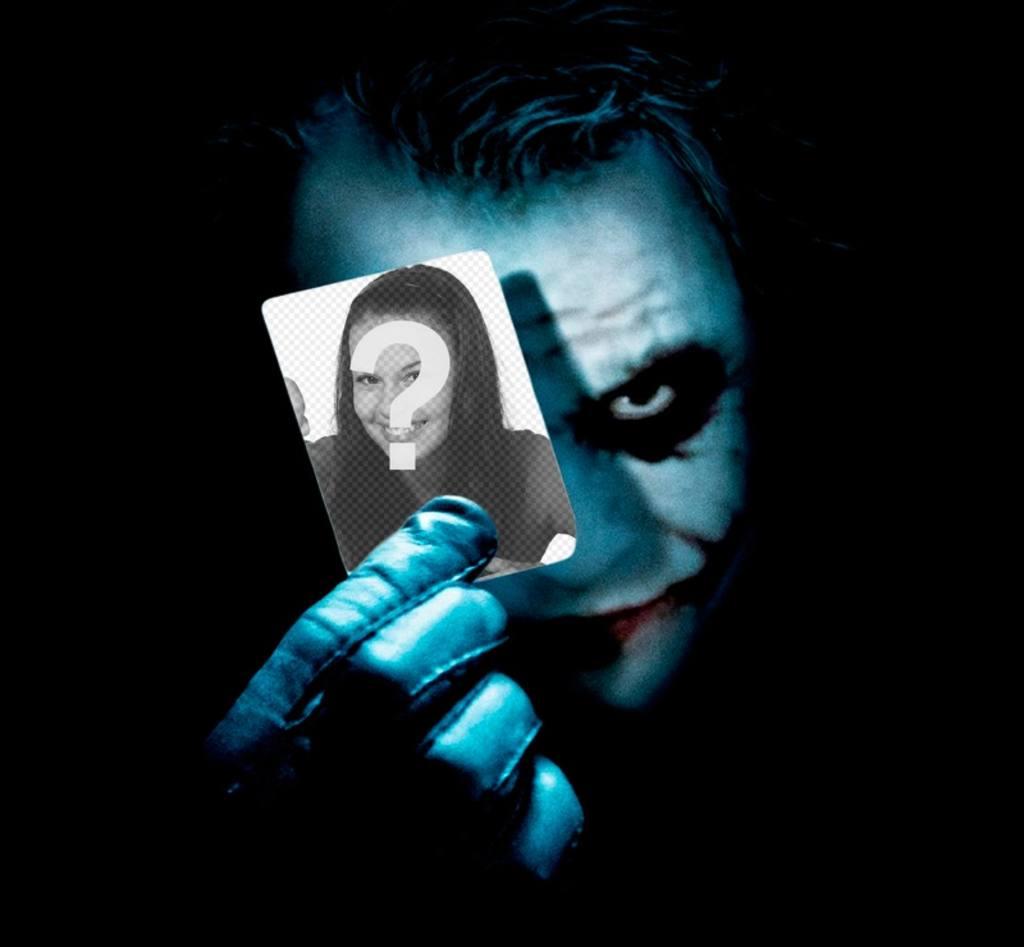 Setzen Sie Ihr Foto auf einer Karte, die den Joker aus Batman hält