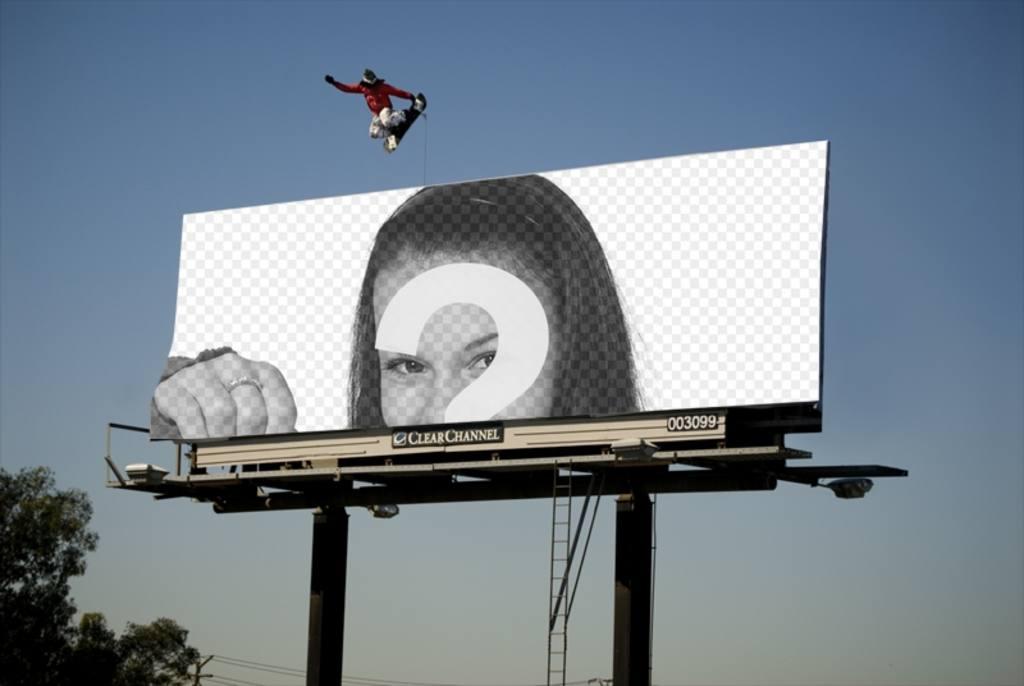 Bilderrahmen, die auf einem riesigen Plakat mit einem Skateboard Skater springt erscheint
